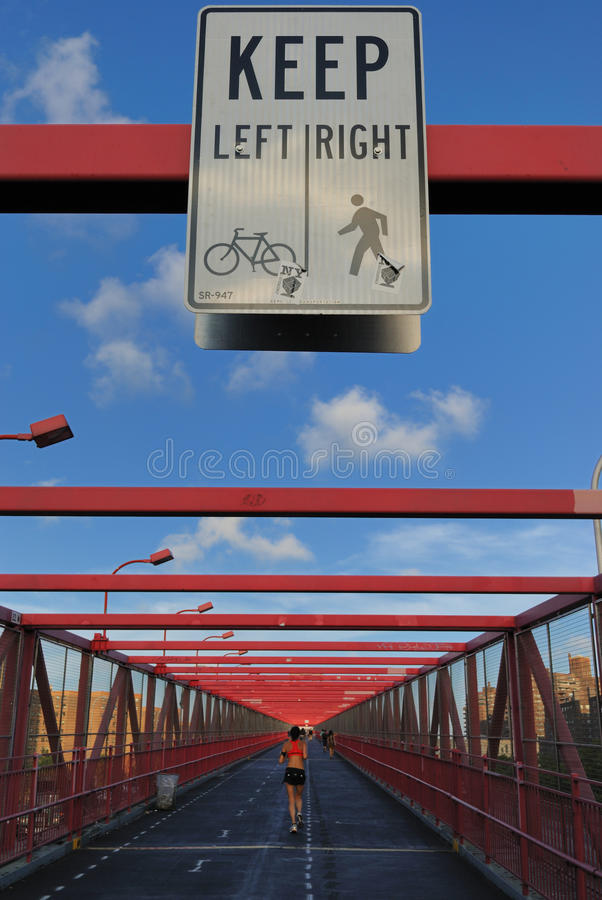 Gehweg auf Williamburg Brücke stockfoto