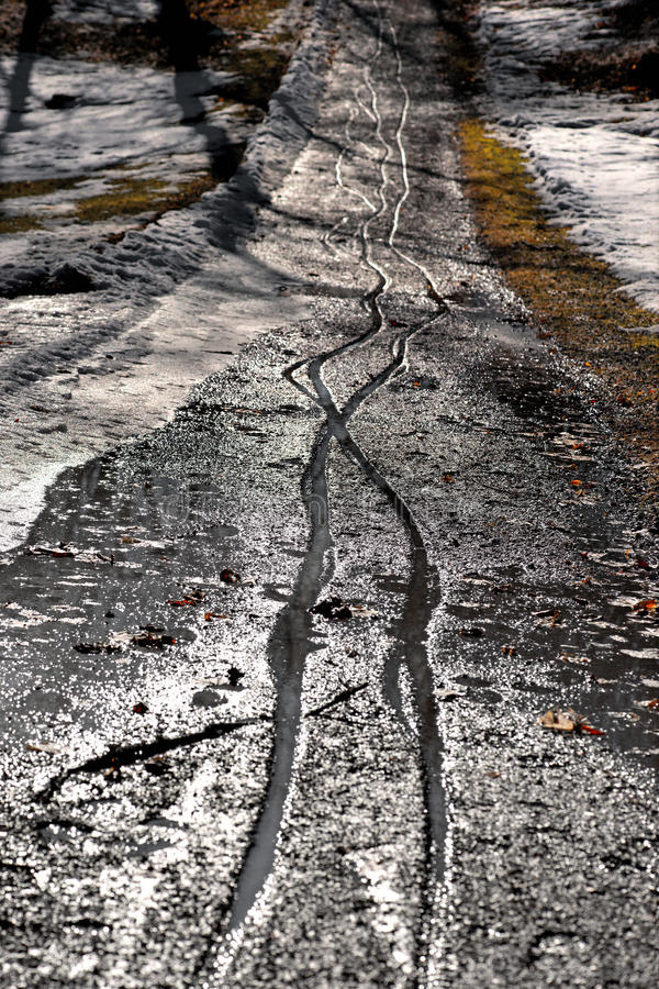 Weg mit Bahnen stockbild