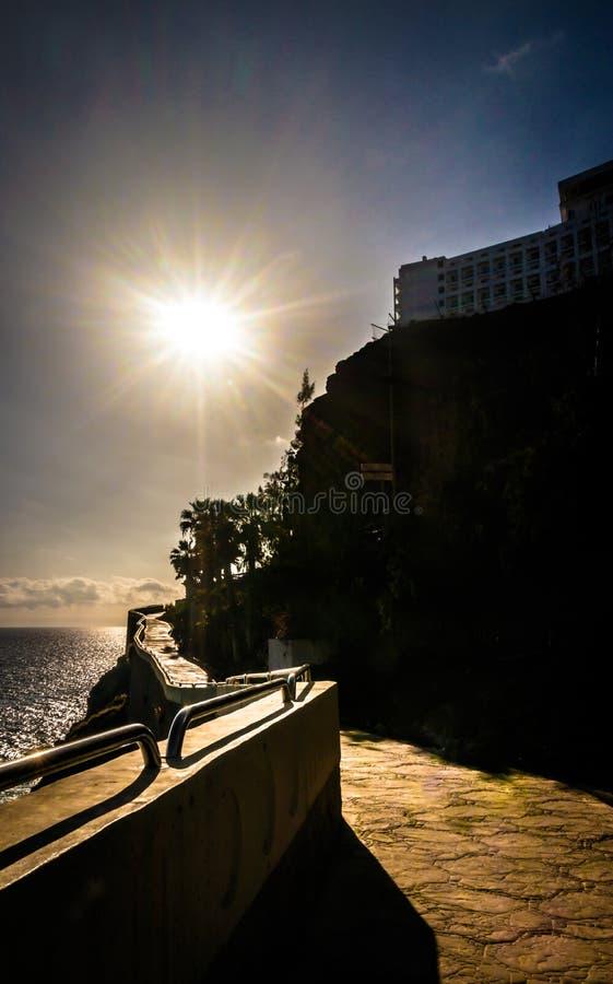 Gehweg zu Amadores-Strand stockbild