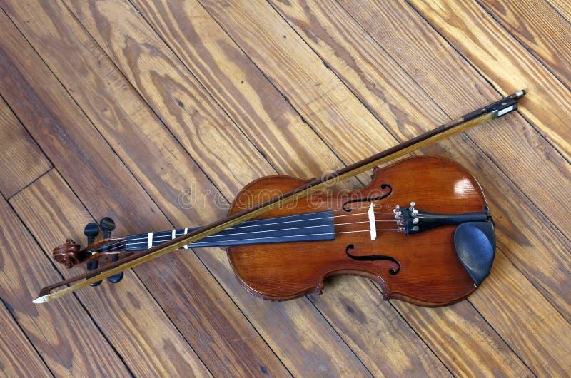 Geige auf Dance Floor stockbilder