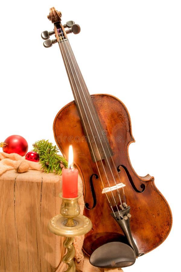 Geige zum Weihnachten mit Kerze lizenzfreie stockfotos