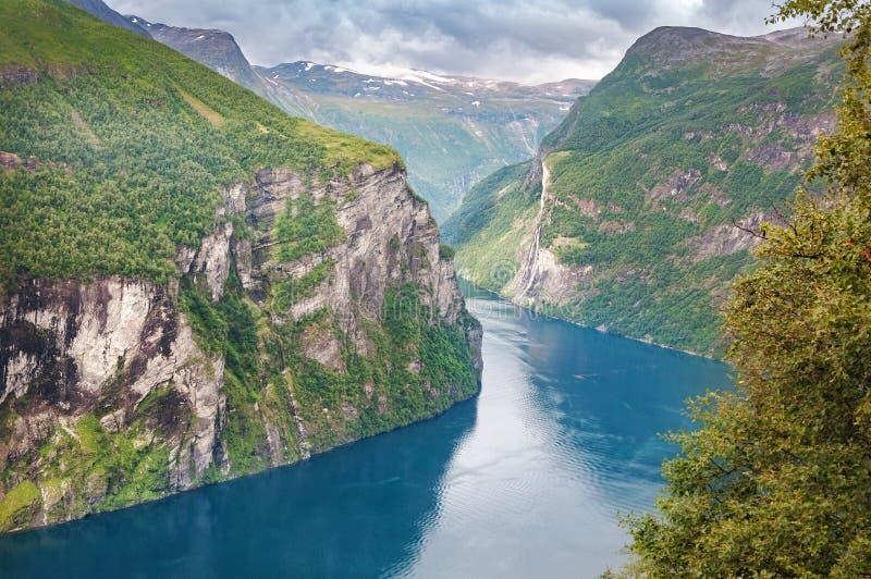 Geiranger海湾激动人心的景色在挪威 免版税库存照片