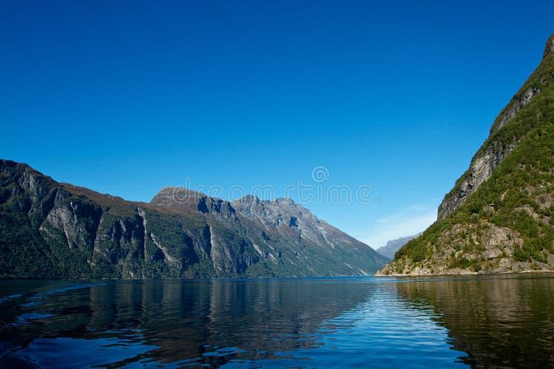 Geiranger海湾在挪威由联合国科教文组织保护了 免版税图库摄影