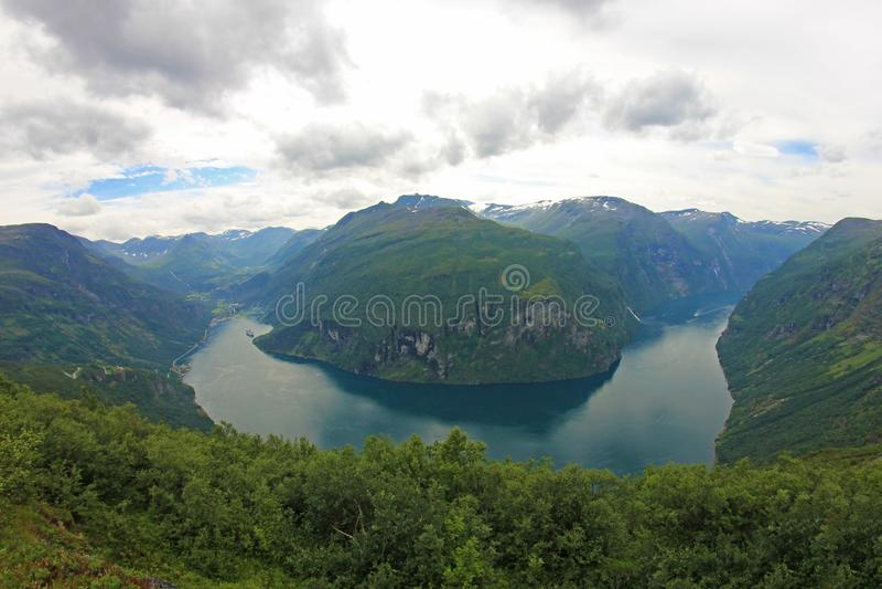 Geiranger海湾,对Sunnylvsfjord的这个分支,白点透视,挪威的美丽的景色 免版税库存照片