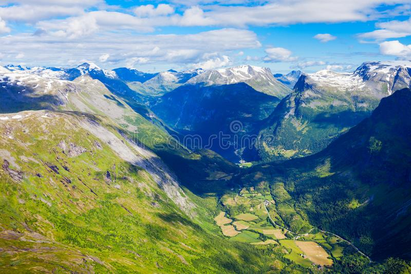 Geiranger em Geirangerfjord, Noruega foto de stock royalty free