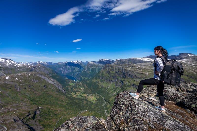 Geiranger-Fjord-schöne Natur Norwegen stockbilder