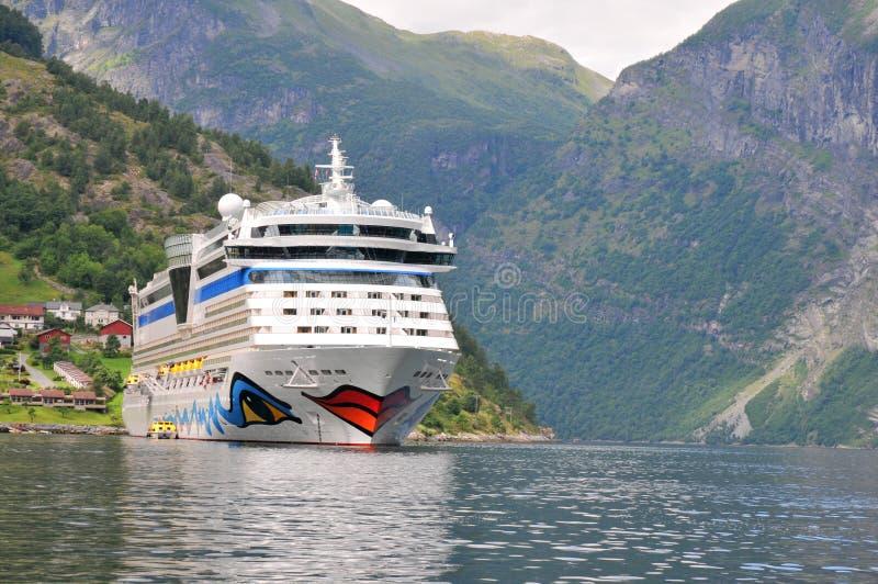 Geiranger, Noorwegen. Het schip AIDA luna van de cruise royalty-vrije stock afbeelding