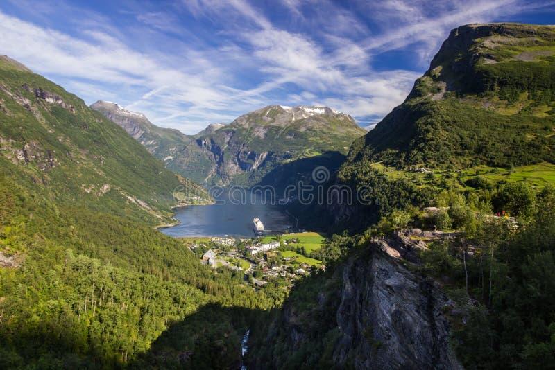 Geiranger trollstigen flydalsjuvet i drogi halny punkt widzenia w Południowym Norwegia obrazy royalty free