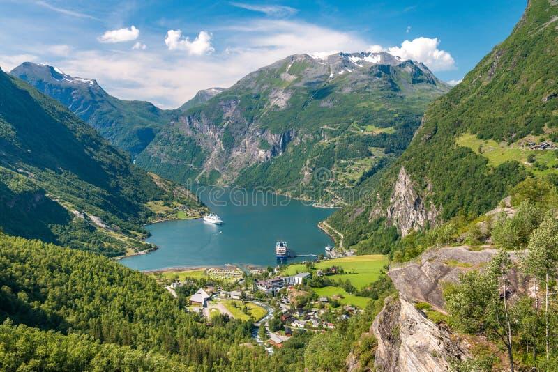 Geirangerfjord es la señal natural más famosa de Noruega foto de archivo