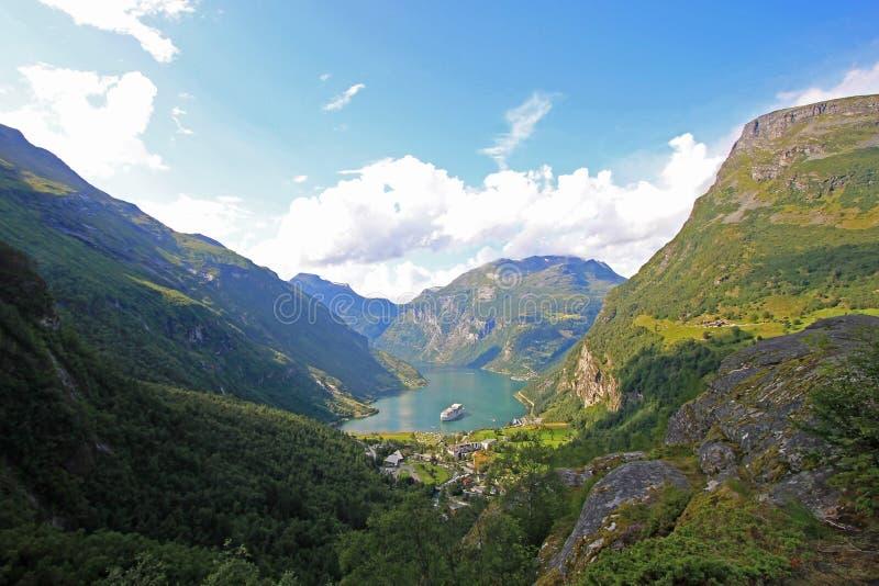 Geirangerfjord, Mooie mening aan deze tak van Sunnylvsfjord, Noorwegen stock afbeelding