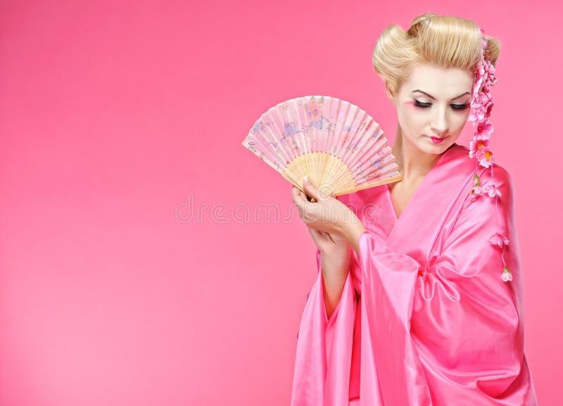 Geisha con un ventilador imagen de archivo