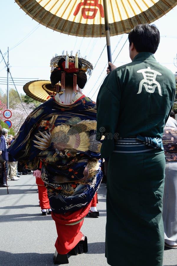 Geisha de marche photo stock