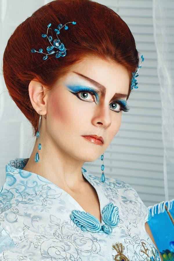 Geisha in een slimme kleding royalty-vrije stock afbeeldingen