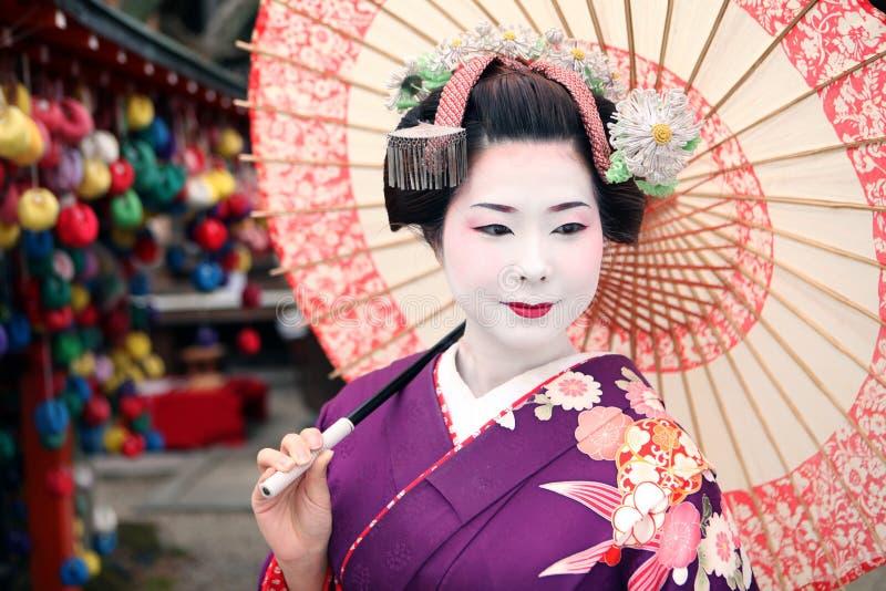 Geisha en paraplu royalty-vrije stock afbeelding