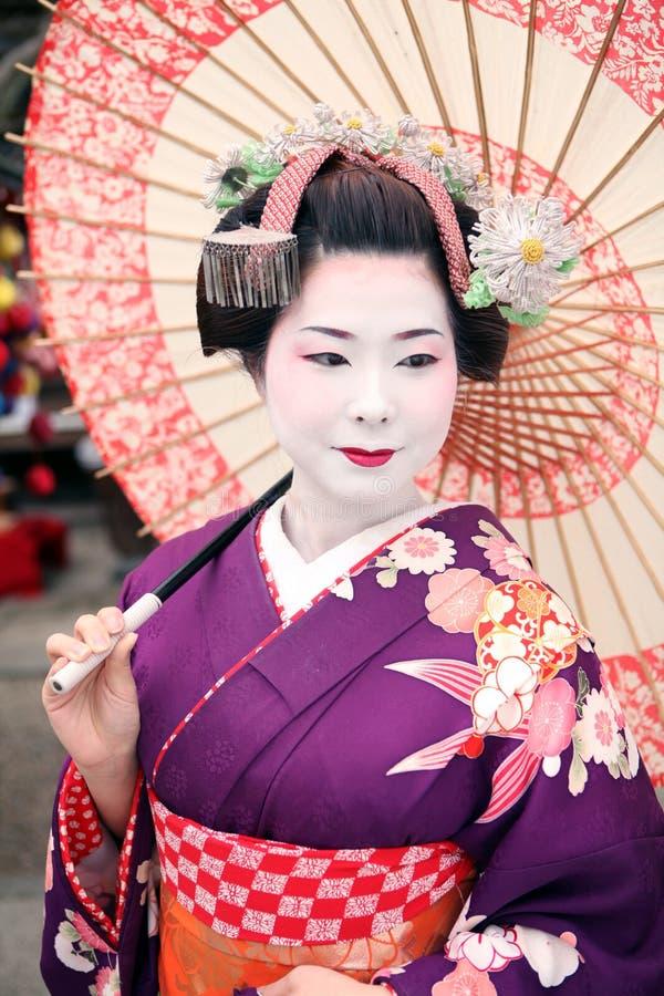 Geisha en Paraplu met Kimono stock afbeelding