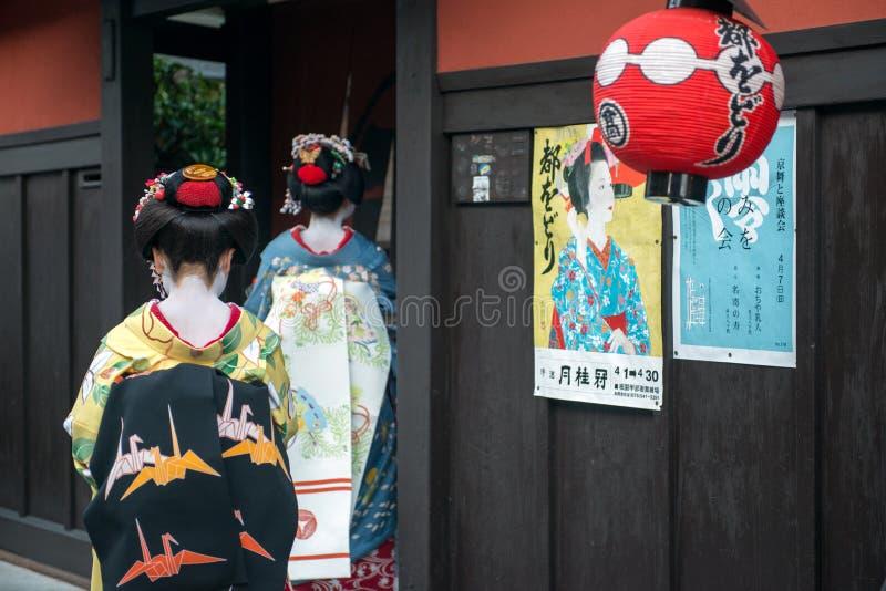 Geisha enter famous tea house royalty free stock photos