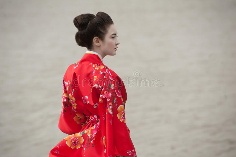 Geisha in rood royalty-vrije stock fotografie