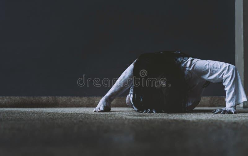 Geist-Frauen-Grausigkeitsszene Todesfilm lizenzfreies stockbild