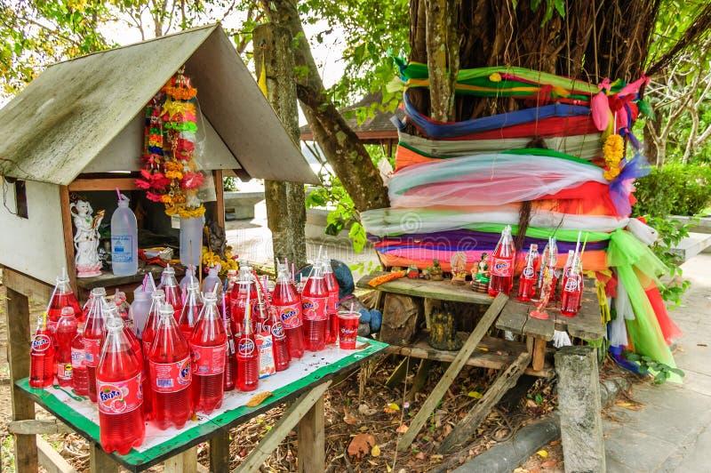 Geisthaus mit Angeboten, Krabi, Thailand stockfotografie