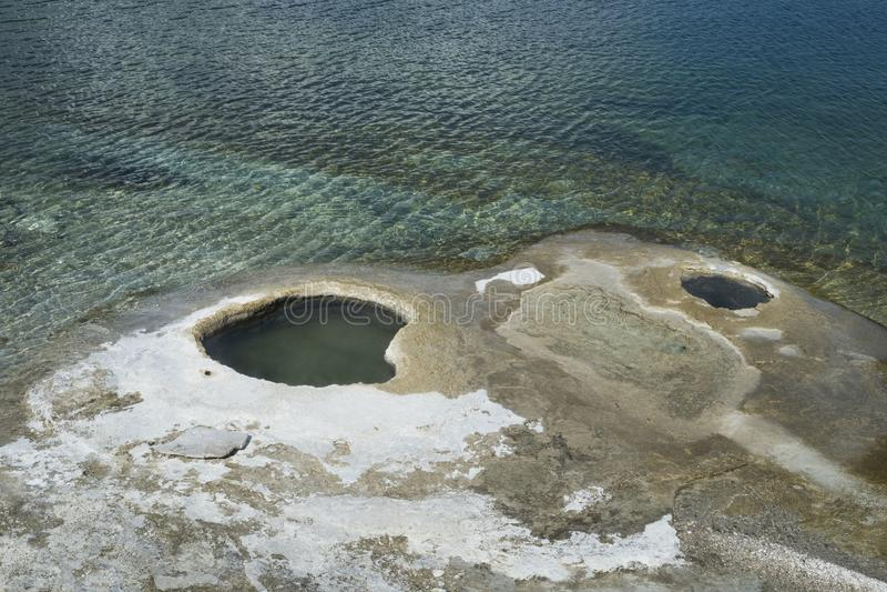 Gejzer dziury w Yellowstone parku narodowym obrazy royalty free