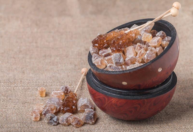 Download Gekarameliseerde Suiker In Houten Kom Stock Foto - Afbeelding bestaande uit gekarameliseerd, voeding: 54076044