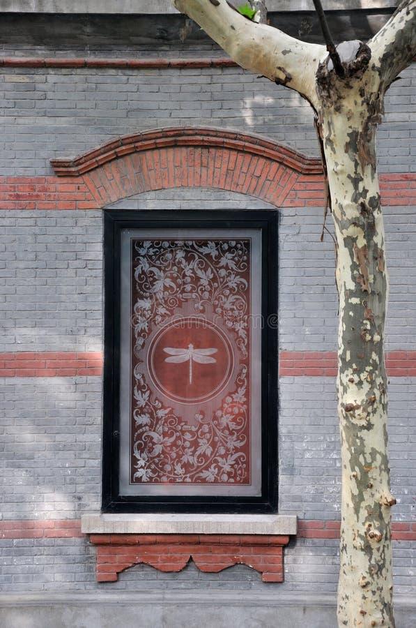 Gekenmerkte architectuurdecoratie en Phoenix boom stock foto