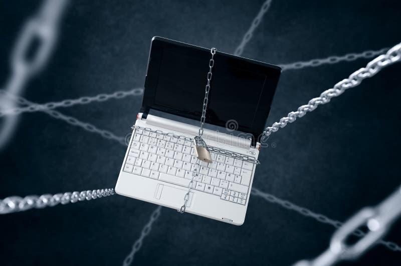 Geketende laptop royalty-vrije stock fotografie