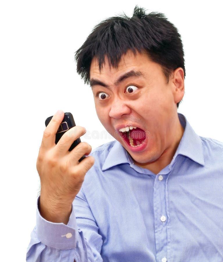 Gekke boze Aziatische mens die schreeuwt bij stock afbeeldingen