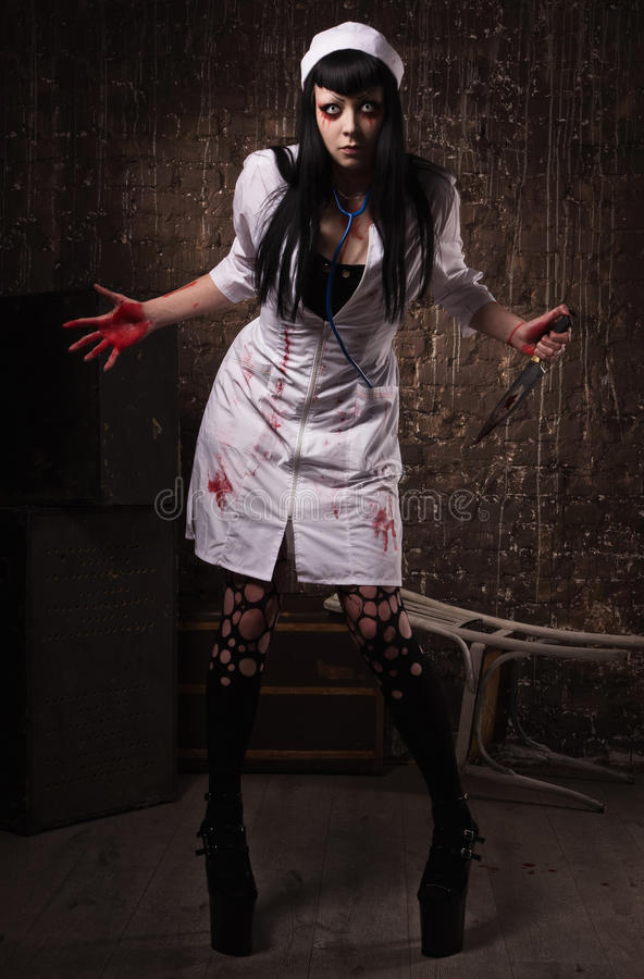 Gekke dode verpleegster met mes in de hand royalty-vrije stock afbeeldingen