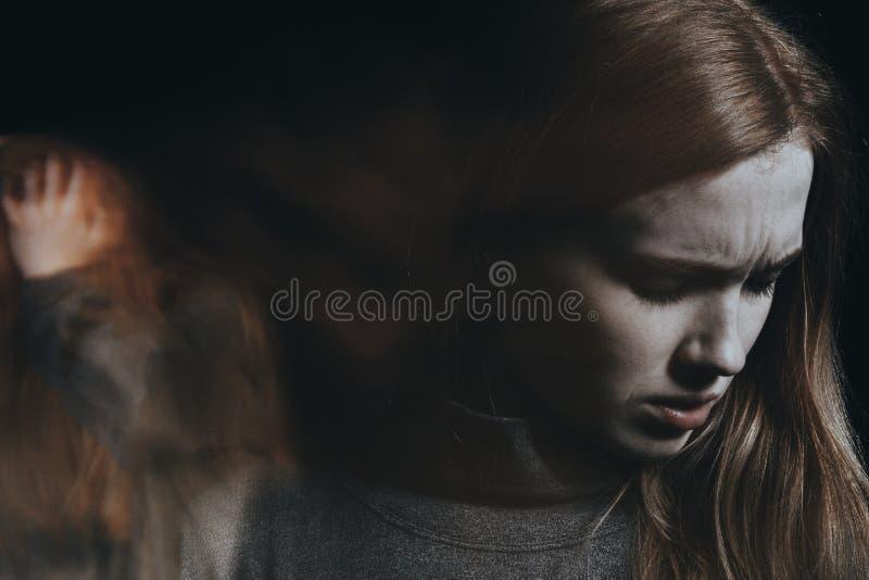Gekke vrouwenzieken met schizofrenie stock afbeelding