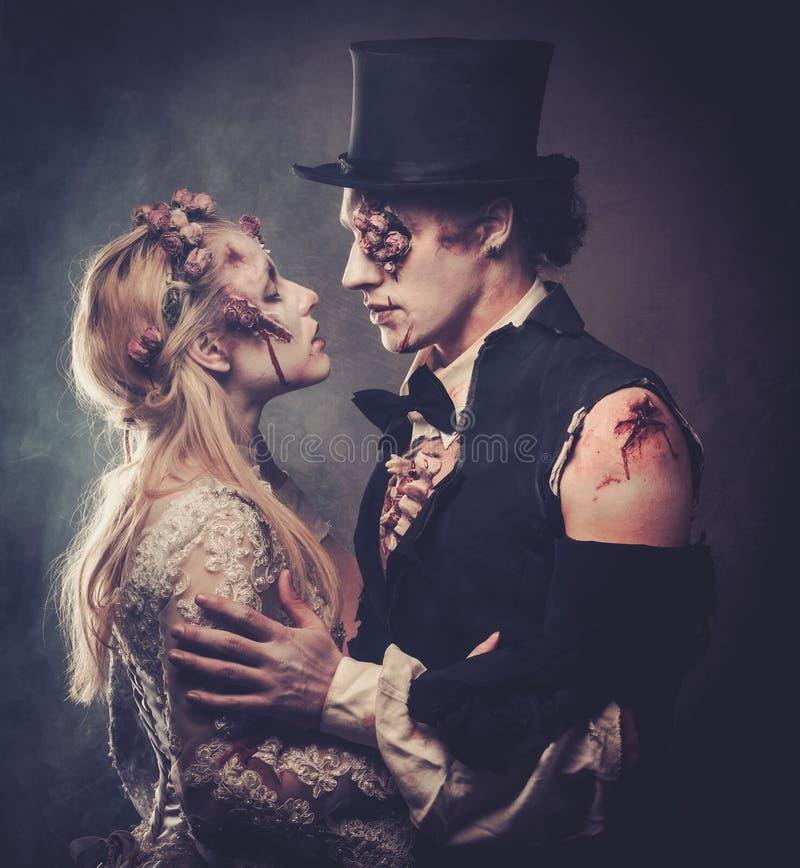 Gekleed in de romantische zombie van huwelijkskleren royalty-vrije stock fotografie