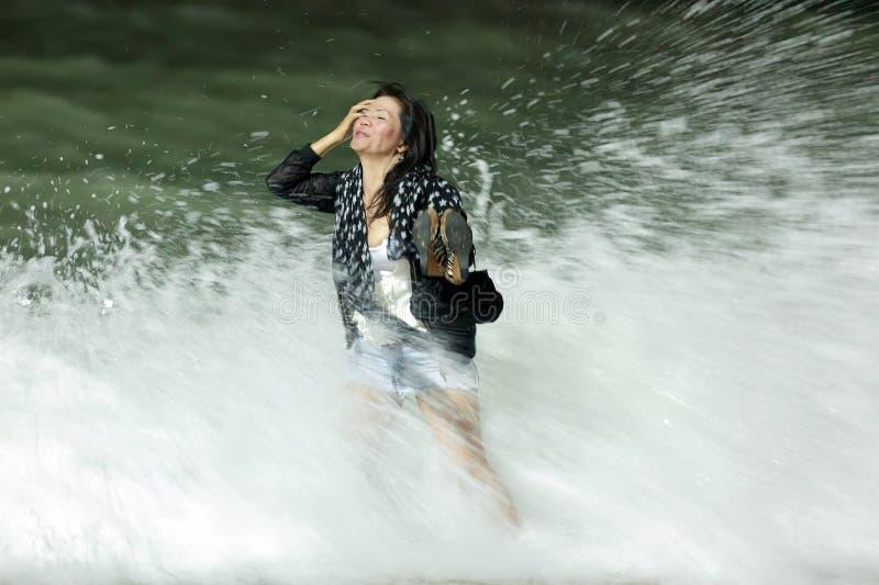 Gekleidete Frau im Unterbrecher lizenzfreies stockfoto