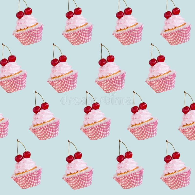 Gekleurd cupcakes op de witte achtergrond royalty-vrije stock foto's
