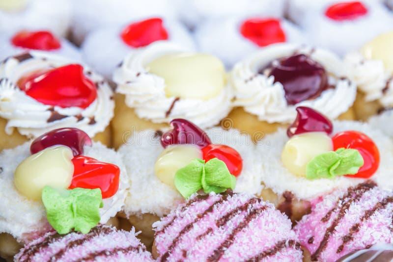 Gekleurd multi donuts royalty-vrije stock afbeeldingen