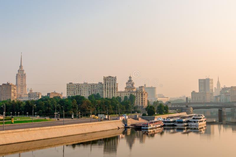 Gekleurd stadslandschap - Moskou royalty-vrije stock foto's