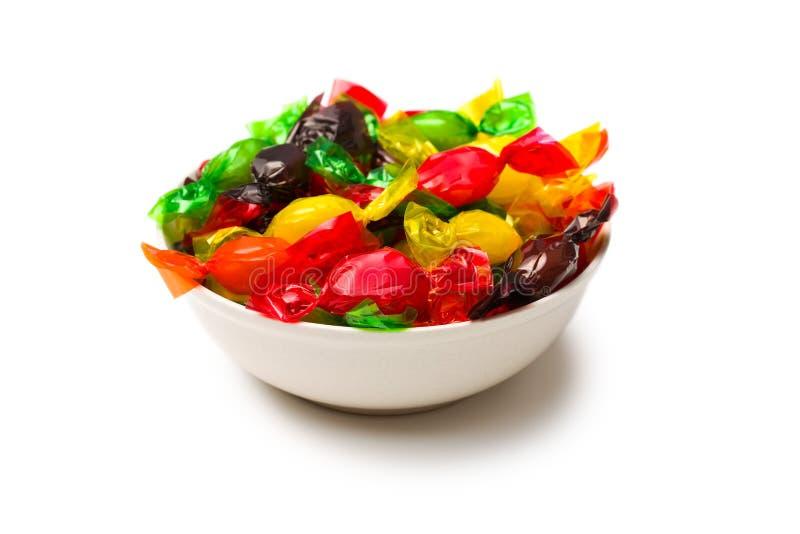 Gekleurd suikergoed dat in folie wordt verpakt royalty-vrije stock afbeelding