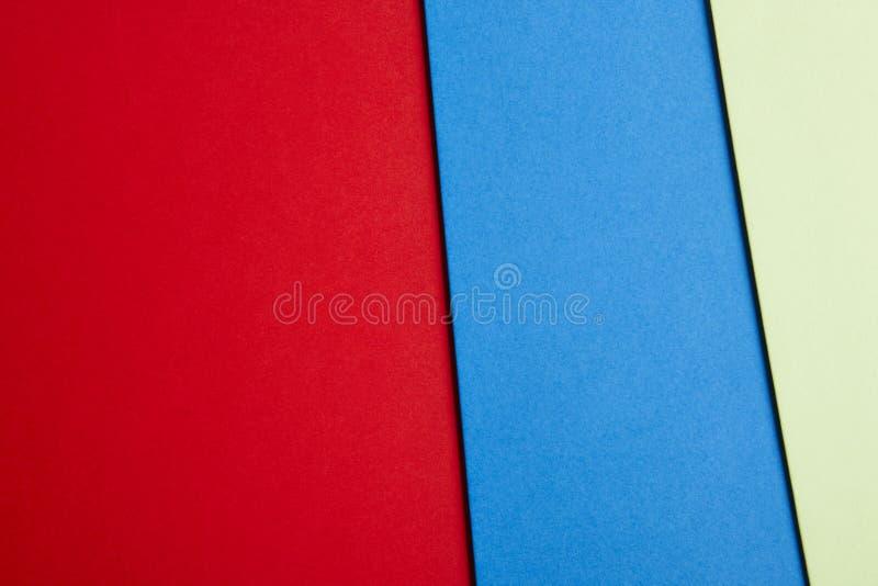 Gekleurde cardboardsachtergrond in rode blauwgroene toon De ruimte van het exemplaar stock foto