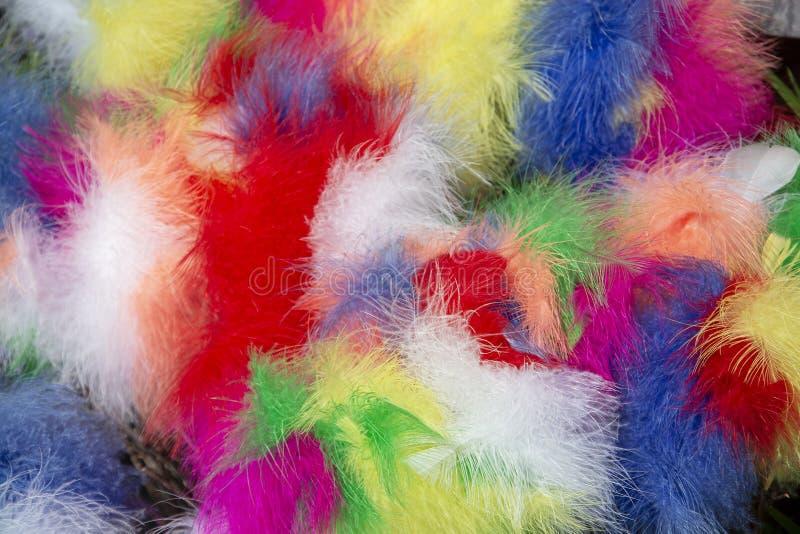 Gekleurde de decoratieachtergrond van verenpasen royalty-vrije stock foto