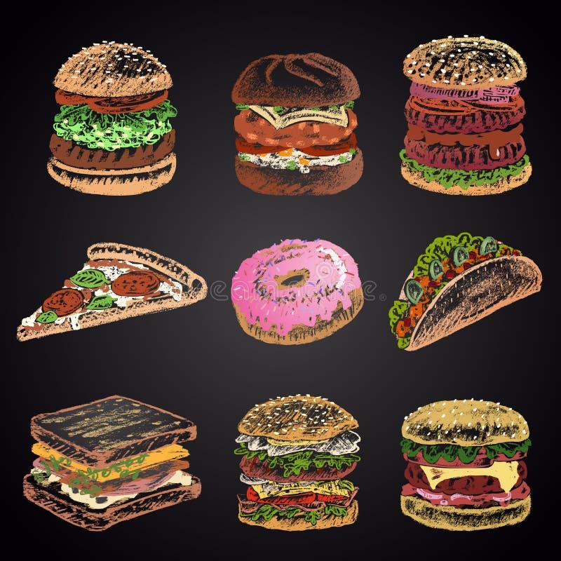 Gekleurde die reeks van krijt 9 verschillende snel voedselpictogrammen wordt getrokken op zwart bord: doughnut, pizza, burgers, t royalty-vrije illustratie