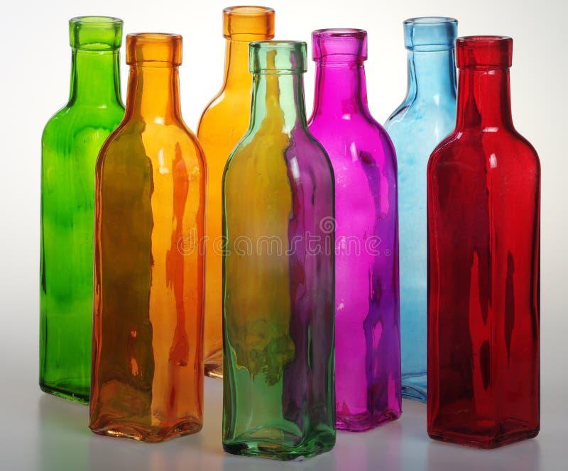 Gekleurde flessen en hun transparantie royalty-vrije stock fotografie