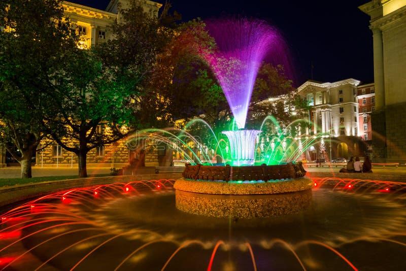Gekleurde fontein in Sofia, Bulgarije stock afbeeldingen