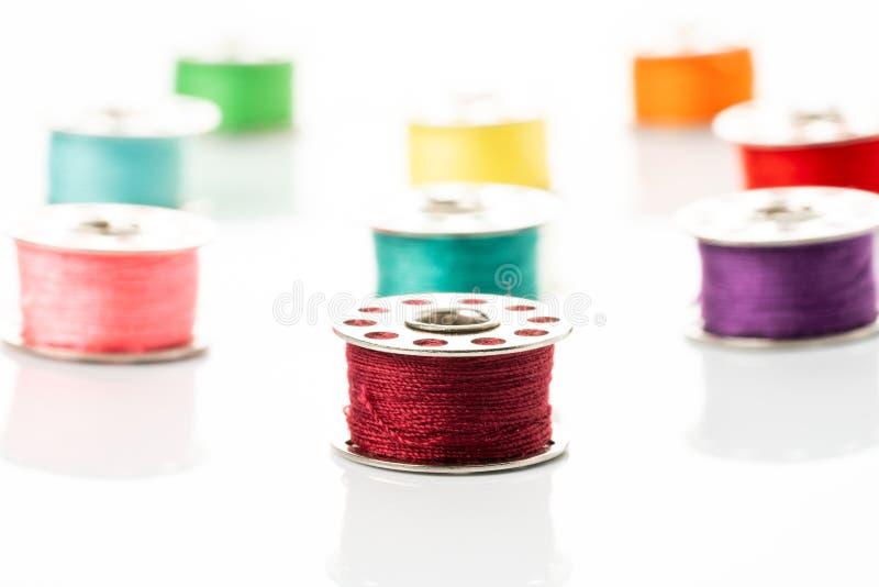 Gekleurde garens in spoelen royalty-vrije stock foto