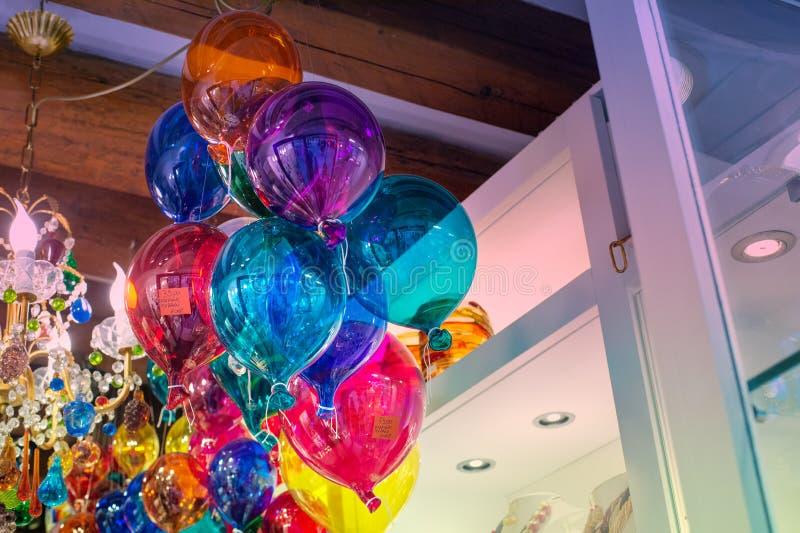 Gekleurde glasballons in een winkelvenster in Venetië, Italië royalty-vrije stock foto