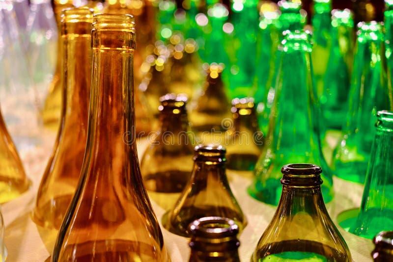 Download Gekleurde glasflessen stock afbeelding. Afbeelding bestaande uit leeg - 107704013