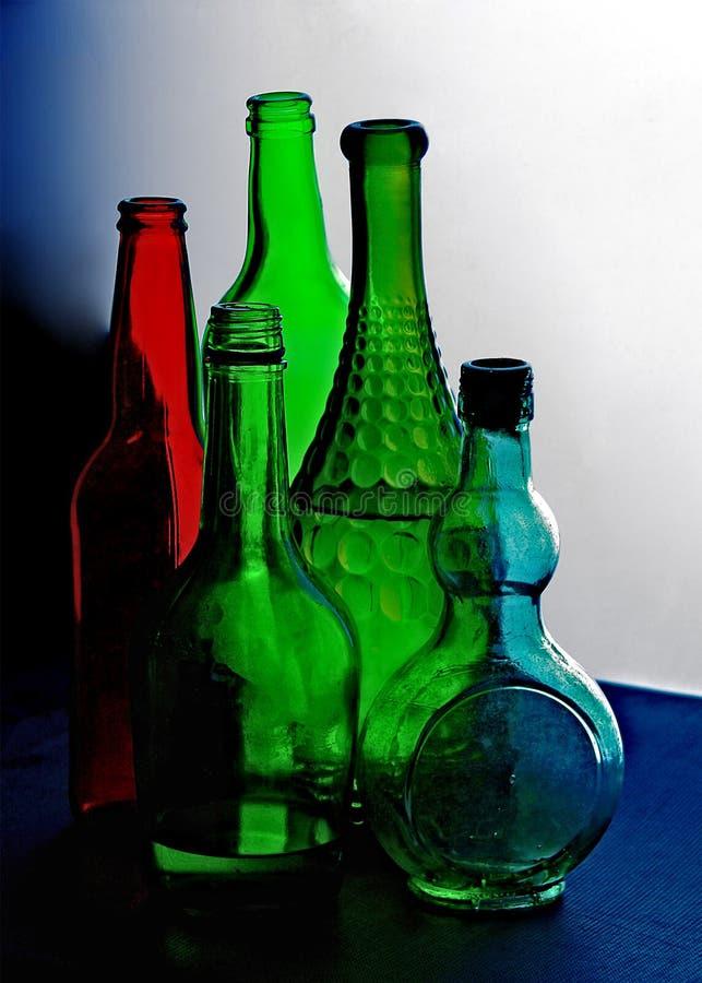 Gekleurde glasflessen royalty-vrije stock afbeeldingen