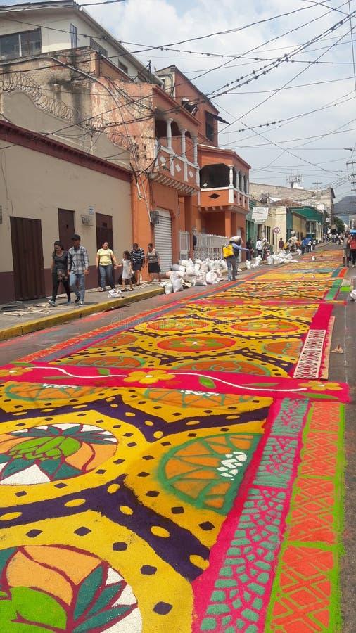 Gekleurde het zaagsel bekleedt viering Tegucigalpa Honduras 2019 4 van de voorbereidings de godsdienstige zomer royalty-vrije stock fotografie