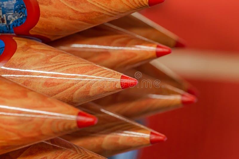 Gekleurde houten potloden, herinnering stock afbeelding