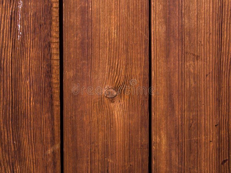 Gekleurde houten raad met krassen en verfvlekken stock foto