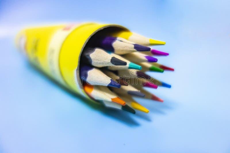 Gekleurde keurig geschikte potloden royalty-vrije illustratie