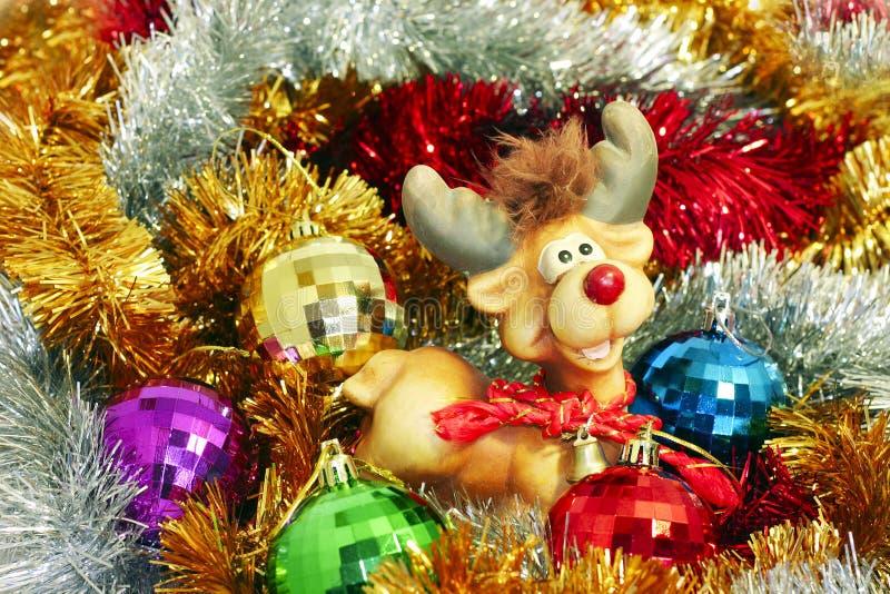 Download Gekleurde Klatergoud En Kerstmis-Boom Decoratie Stock Afbeelding - Afbeelding bestaande uit achtergrond, bont: 10782275